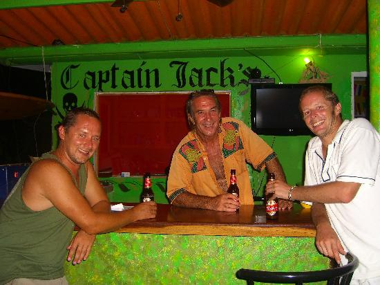 Hostel Portobelo : Me and a mate with Jack (middle) at the bar in the early hours!