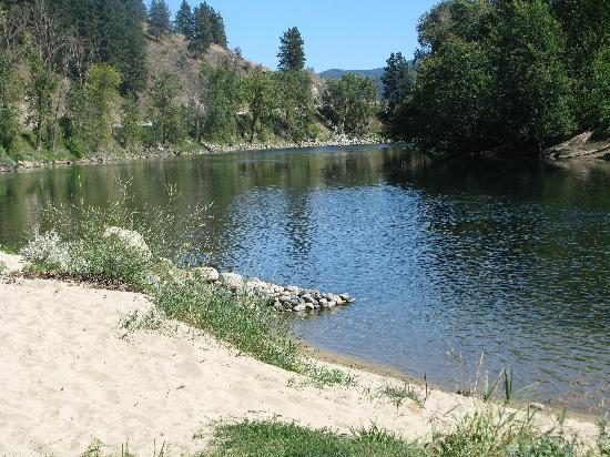 Grand Forks, Canada: Beach at the Riviera RV Park
