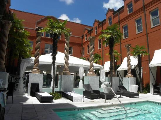 The Bohemian Hotel Savannah Riverfront Autograph Collection Pool