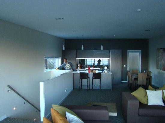 LakeRidge Queenstown: lounge kitchen