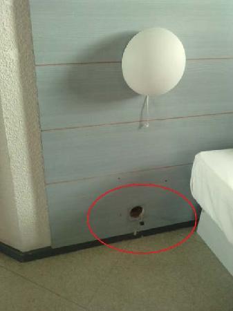 Hotel 25 : Téléphone