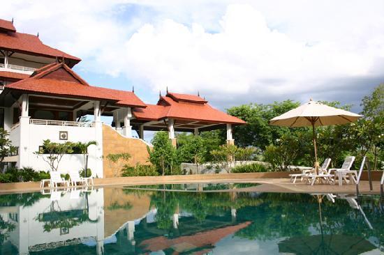 Life Up Resort & Spa: ความสุขสุดๆ ผ่อนคลายด้วยการว่ายน้ำ