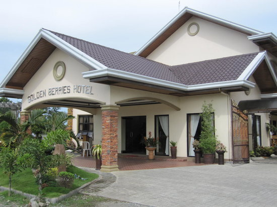 Golden Berries Hotel and Convention Center: Entrance