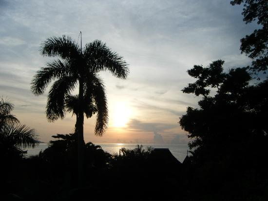 Round Hill Hotel & Villas : Sunset from villa 22A