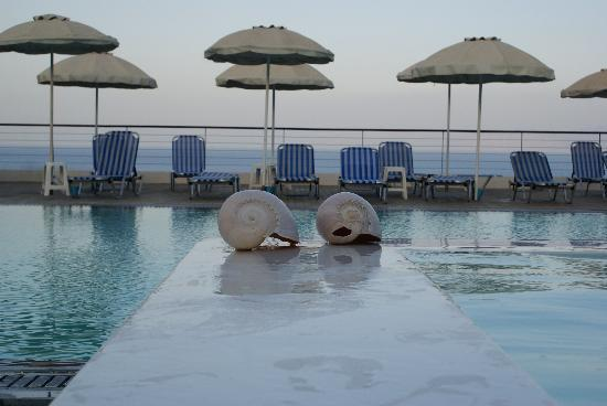 Elounda Ilion Hotel: Evening at the swimming pool
