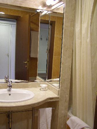 Helena Park Hotel: bathroom2