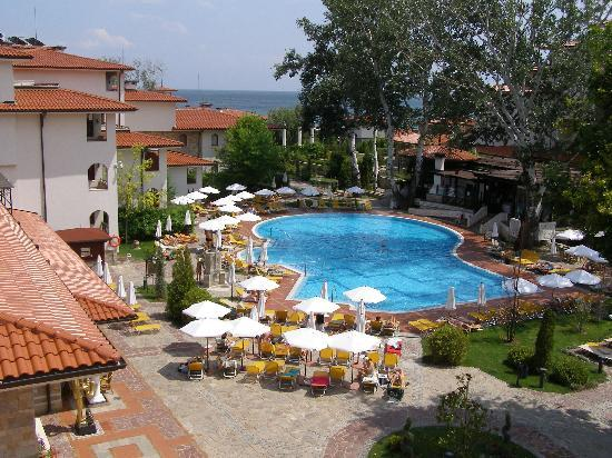 Helena Park Hotel: swimming pool and park