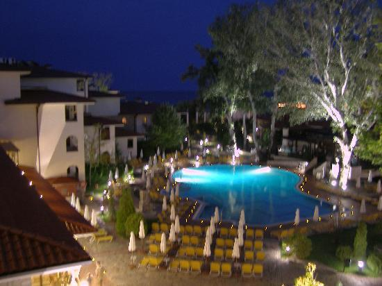 Helena Park Hotel: at night