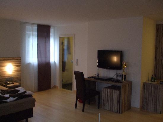 Zimmer mit schreibtisch foto di designhotel im suedfeld for Design hotel taunus
