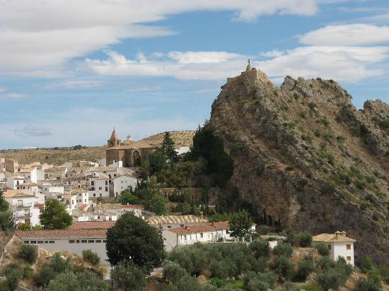 Castril De La Pena, Spanien: General view of the village