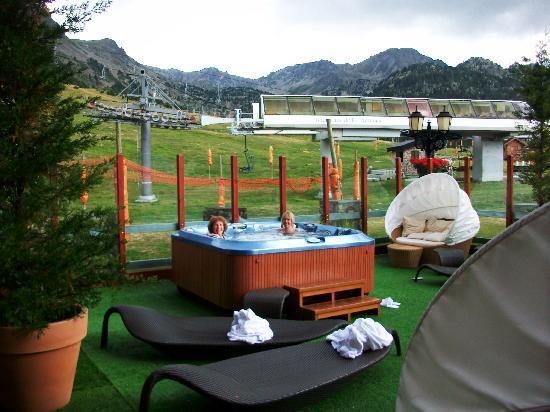 Grau Roig Andorra Boutique Hotel & Spa: Outside Hot Tub