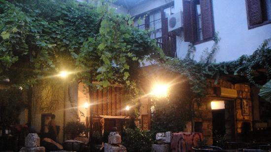 Atelya Art Hotel: Courtyard