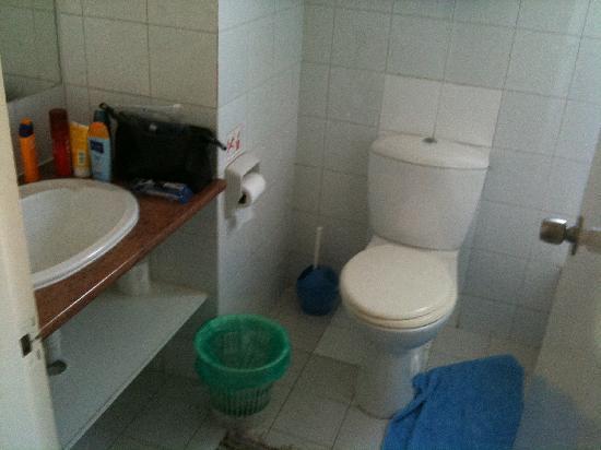 โรงแรมแซนเรโม่: Toilet