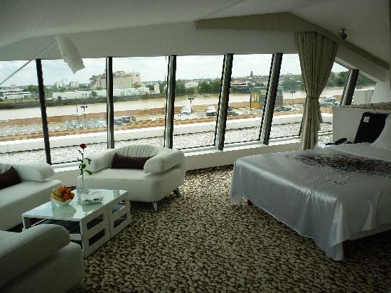 Suite panoramique photo de seeko 39 o h tel bordeaux for Hotel seeko