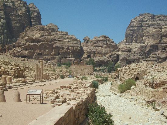 Memphis Tours: Roman ruins inside Petra
