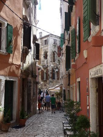 Rovigno, Croazia: narrow cobbled streets lure you on