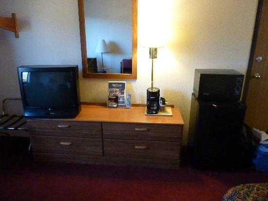 Super 8 by Wyndham Cedar City: Room