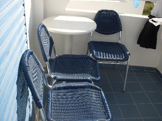 Lindos White Hotel and Suites: le vere sedie che c'erano sul balcone (non quelle che ci sono sul sito)