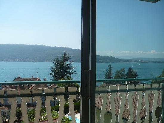 Les Terrasses du Lac: vue du lit,difficile de faire mieux !