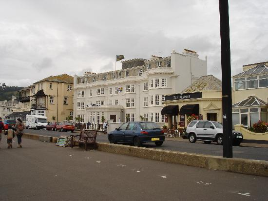 Hotel Riviera: View of the hotel from the sea front