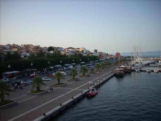 Province of Carbonia-Iglesias, Italie : il porto di Carloforte, dal traghetto