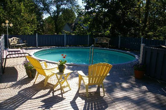 The Dawson House: Large private deck with pool