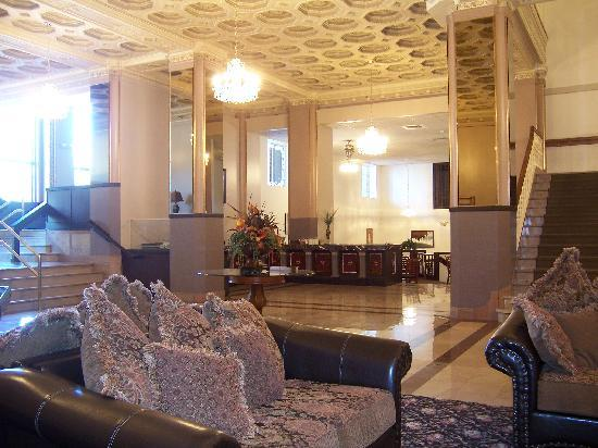Ben Lomond Suites Historic Hotel,  an Ascend Collection Hotel: lobby and breakfast nook