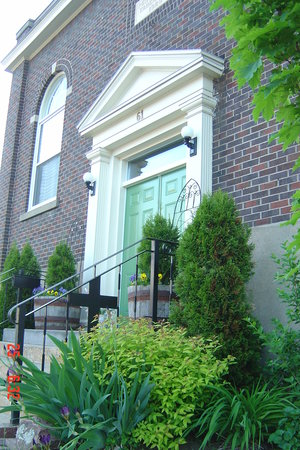 Green Door Bed and Breakfast: The Green Door