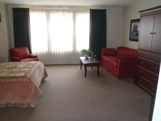 Fairhaven Village Inn: room