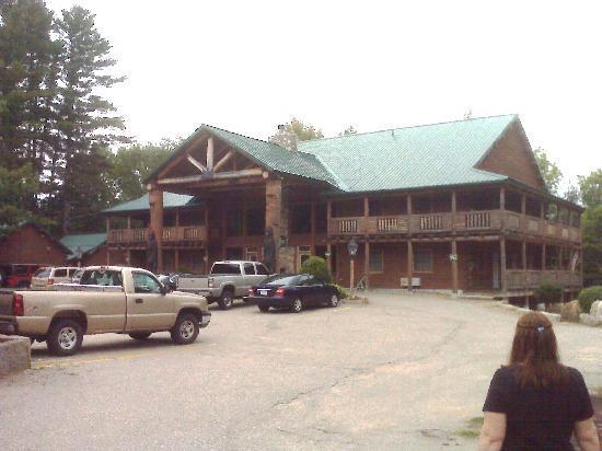 New England Inn & Lodge: Outside the Lodge