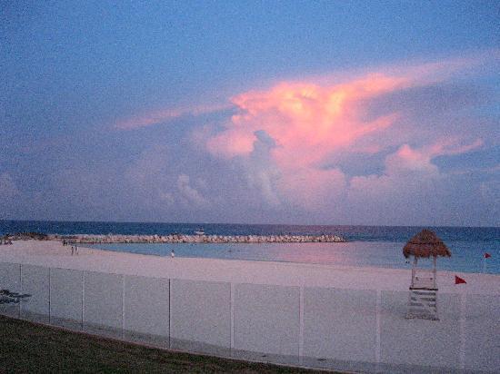 divePro Cancun Diving: Beach at Sunset