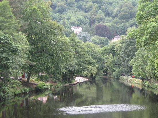 Ashdale Guest House: view from jubilee bridge overlooking the river derwent