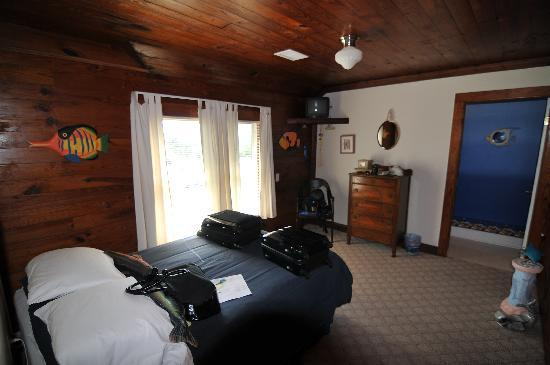 "Seaside Inn At Hatteras: room, not ""roomy"""