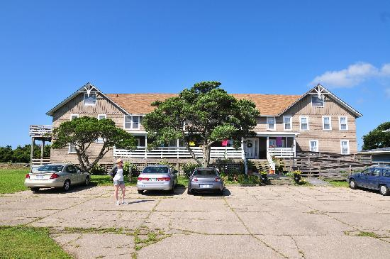 Seaside Inn At Hatteras: parking in the front