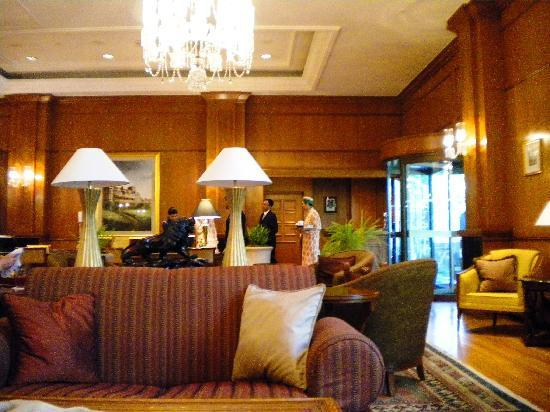 Wildflower Hall, Shimla in the Himalayas: lobby