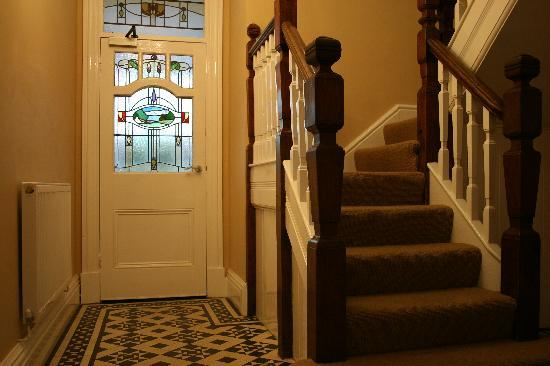 Cartref Guest House: Hallway and Stairs
