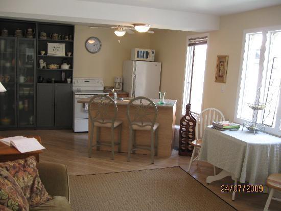 B & B In Port Dalhousie: Kitchen