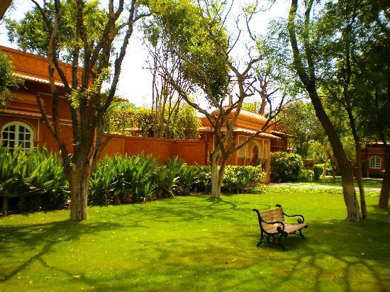 The Oberoi Rajvilas: jardines