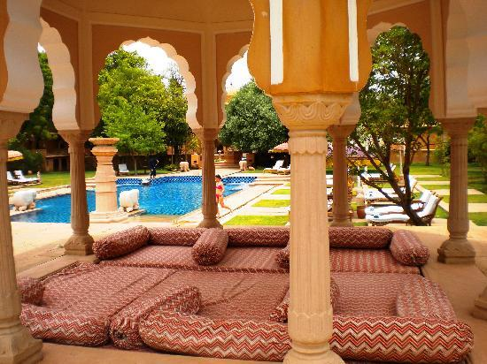 The Oberoi Rajvilas: alberca