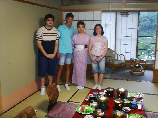 Hotel Gujo Hachiman: Dinner time in our room