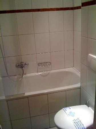 Hotel König Ludwig: single room bathroom