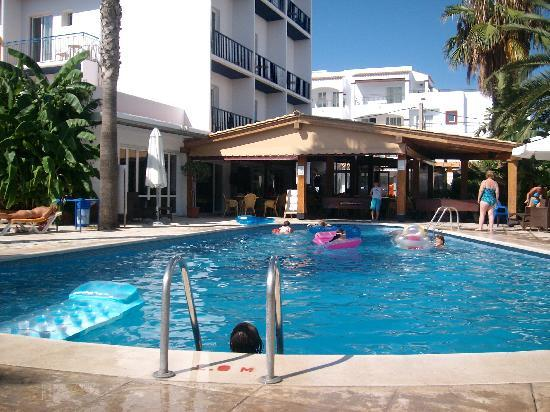 Hostal Mar y Huerta: Pool area at Mar Y Huerta