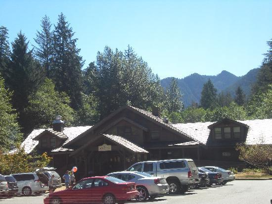 Sol Duc Hot Springs: The lodge and entrance to the pools