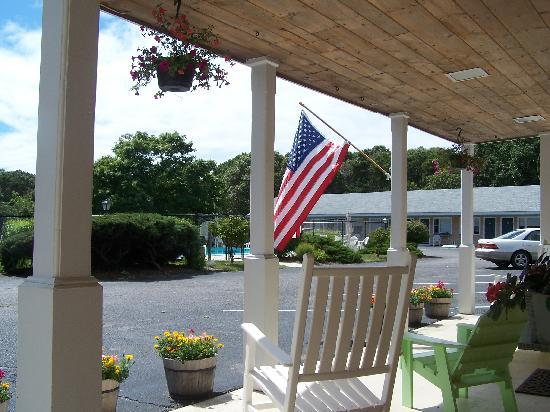Handkerchief Shoals Motel: View from our welcoming front door.