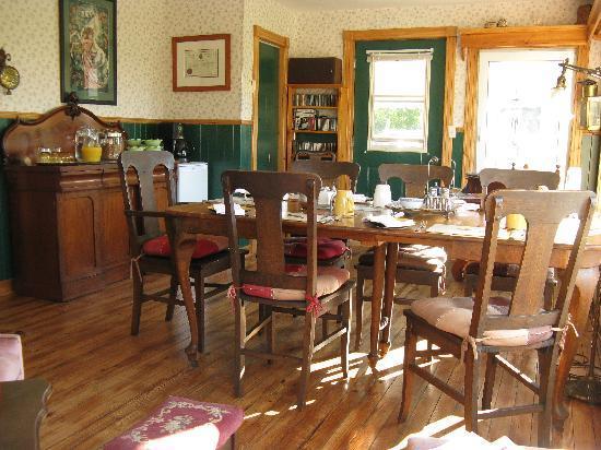 Baddeck Heritage House Bed and Breakfast: Breakfast Room