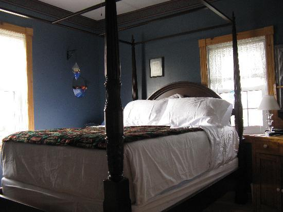 Baddeck Heritage House Bed and Breakfast: A View of the Bras d'Or Room