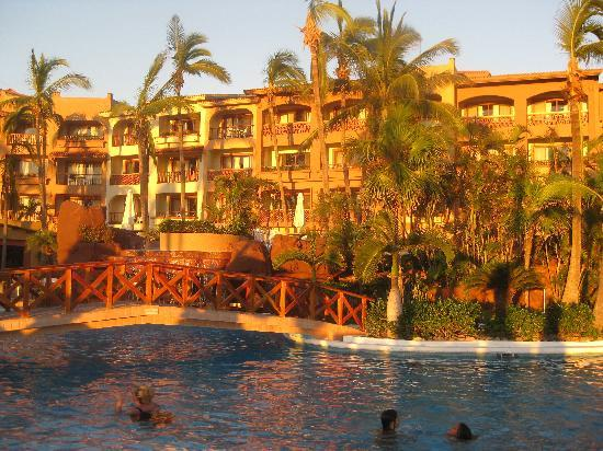 Pueblo Bonito Mazatlan: Hotel from the pool