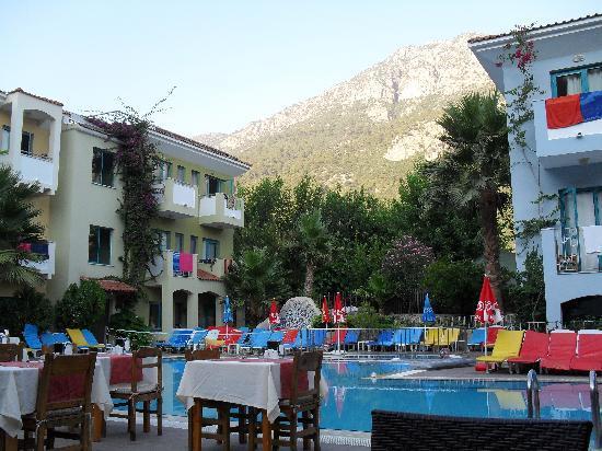 Montebello Deluxe Hotel: THE MONTEBELLO BEACH