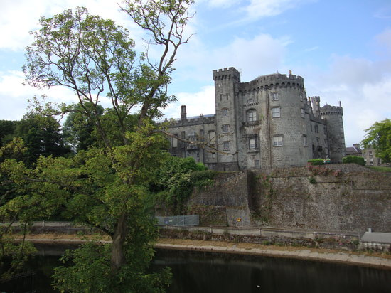 Kilkenny River Court Hotel: Kilkenny Castle Beautiful