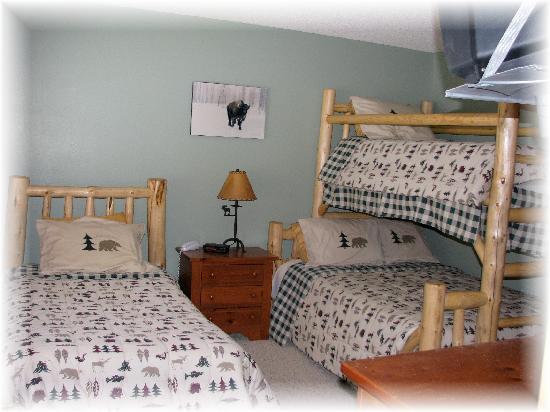 Big Horn Condominiums at Big Sky: Big Horn Upstairs Guest Bedroom